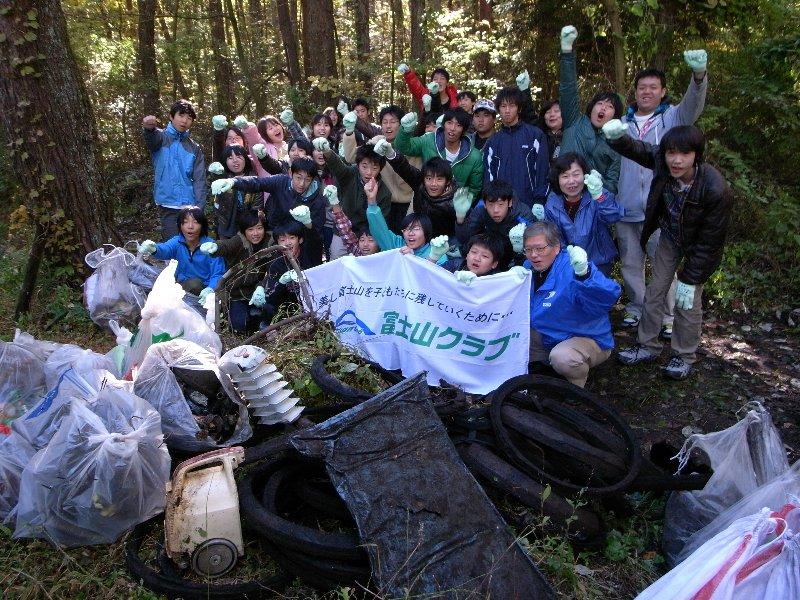 世田谷区立瀬田中学校の富士山麓清掃活動