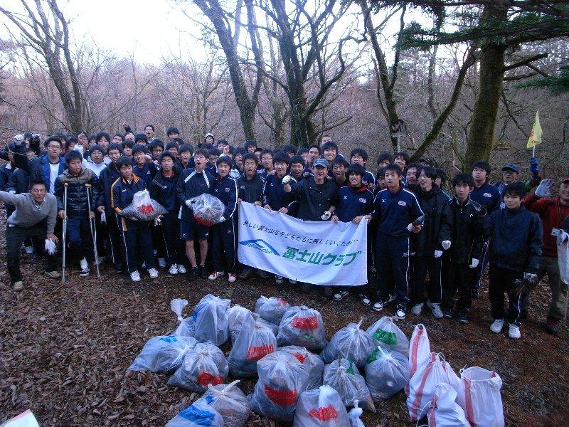 快晴の下、広島城北高校の皆さんと清掃活動を行いました!!