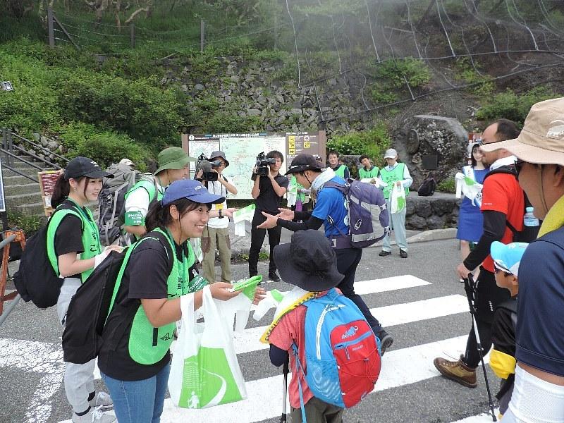 富士山のごみ持ち帰りマナー向上キャンペーン