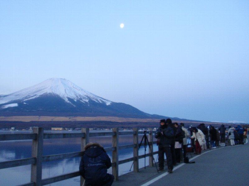 山中湖からの逆さ富士です