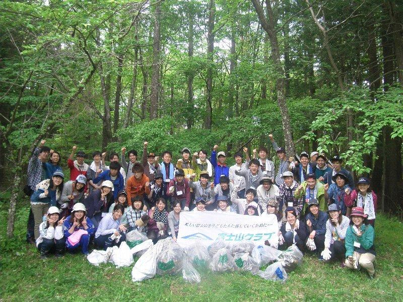 東洋大学学生ボランティアセンターの皆さん活動1日目、富士山清掃!!