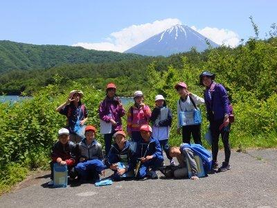 富士河口湖町立西浜小学校6年生のみんなと樹海トレッキング