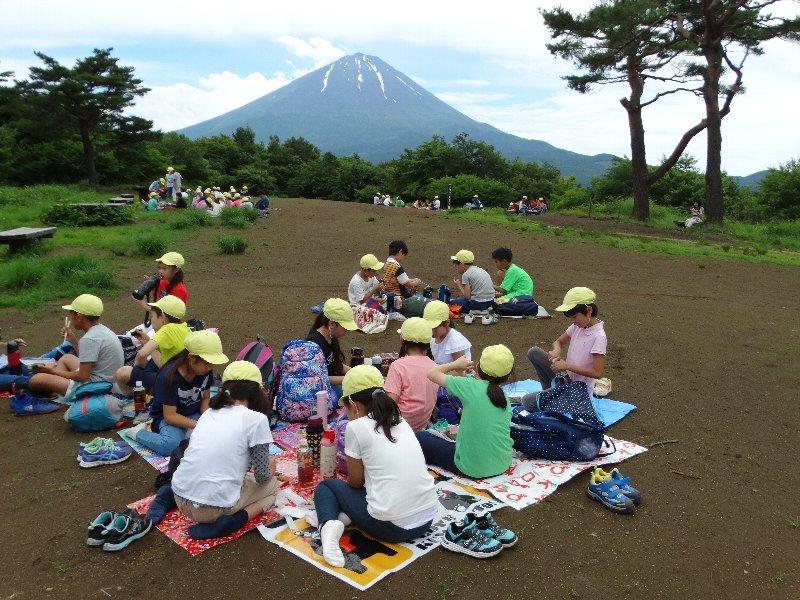 湘南学園小学校の皆さんと自然体験活動を実施(1日目)