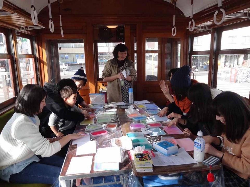 富士山の日イベント 河口湖駅前 電車「モ1号」で展示・ワークショップ開催