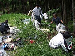 平日のお休みを利用して、社員が富士山清掃を定期的に実施している。