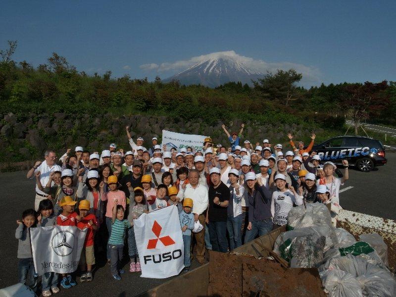 日本におけるダイムラー・グループのみなさんとの清掃活動!
