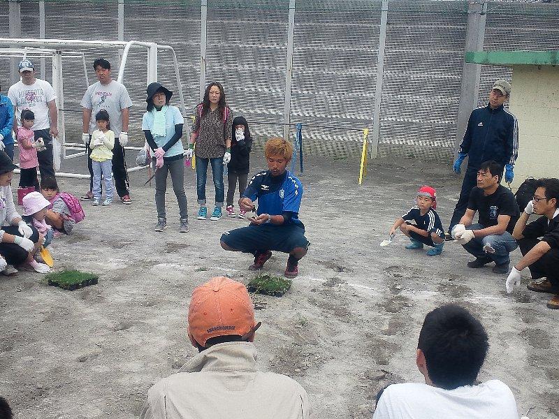 富士宮市立富丘小学校の校庭緑化活動のお手伝いに行ってきました!!