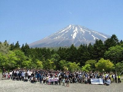 ドコモ・システムズ株式会社のみなさんと富士山環境保全活動を実施しました