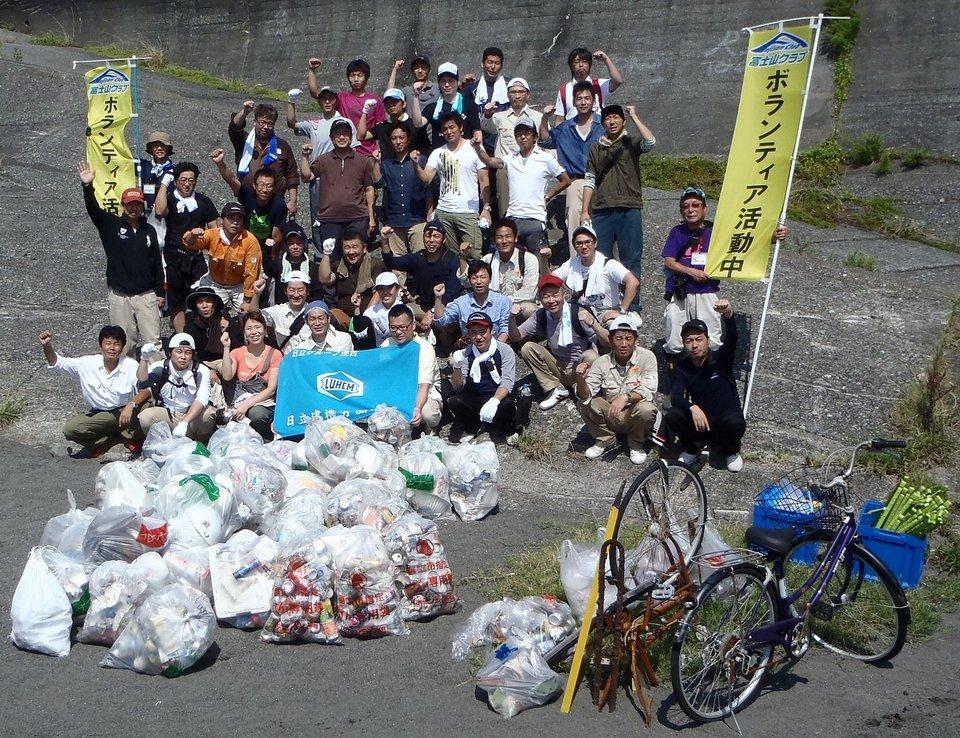 日立建機労働組合のみなさんと田子の浦海岸の清掃活動を実施しました!!