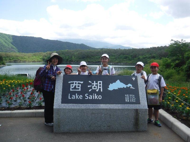 富士河口湖町立西浜小学校6年生の皆さんと樹海トレッキング!