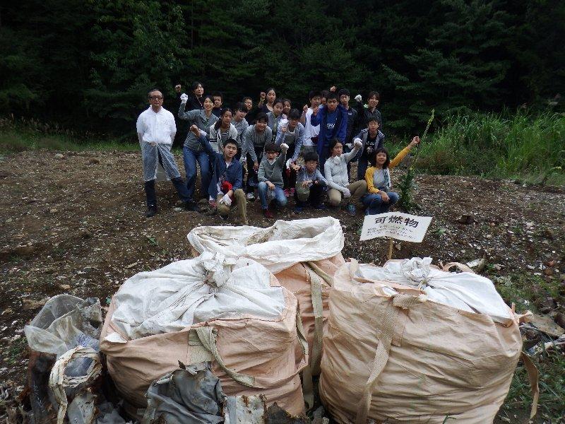 世田谷区立太子堂中学校1年生の皆さんと清掃活動を実施しました。