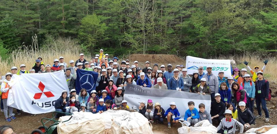 Clean up with Daimler in Japan