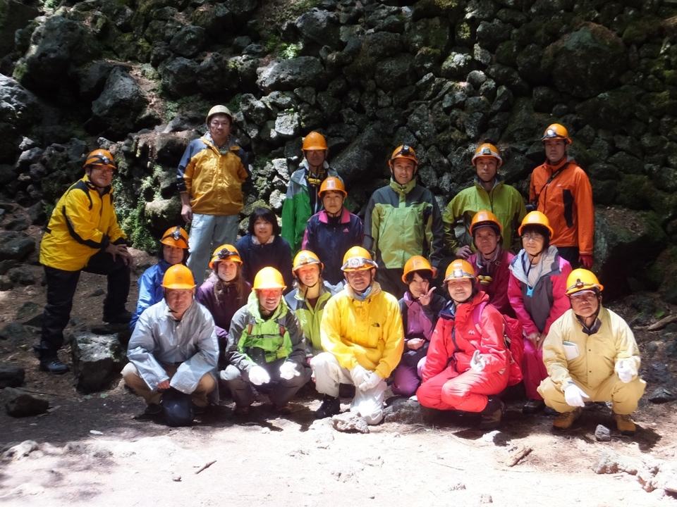 平成25年度 静岡県東部理科職員研修会 午前の部は富士風穴探検!