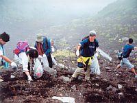 野口健富士山清掃登山